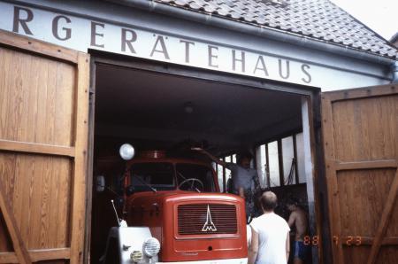 LF16-TS_im_alten_Feuerwehrhaus.jpg