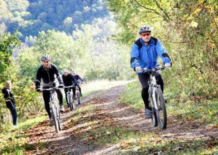 Radfahrer gemeinsam unterwegs