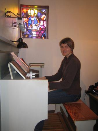 Organistin Hatzfeld Bettina Finkenberger.JPG