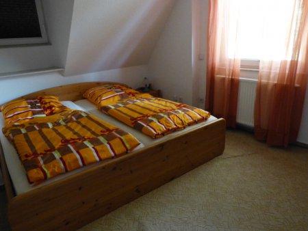 Weiteres Schlafzimmer im OG mit Doppelbett