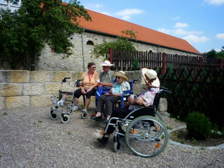 Eisfelder Senioren auf dem Platz de Jumelage