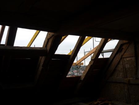 Die Dachhaut Richtung Markt wird geöffnet. Schloss Eisfeld.15.1.2014. Foto: Heiko Haine