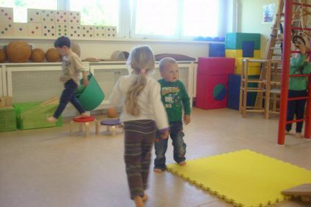 Kinder turnen