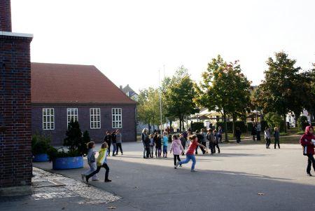 Schulhof2