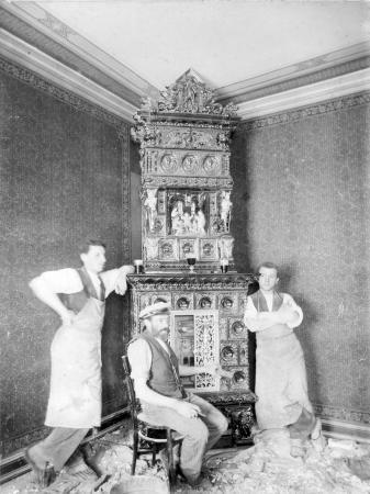 Robert Schulz als Töpferlehrling (links) 1890