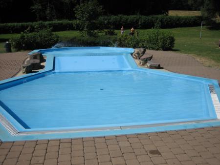 Schwimmbad Kinderbecken.jpg