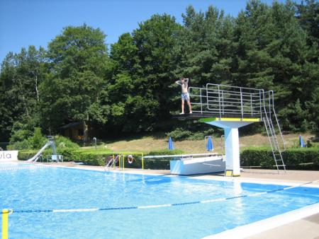 Schwimmbad Sprungbretter(1).jpg