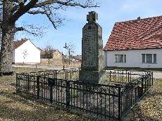 © Foto: S. Jüngst – Denkmal für die Weltkriegsopfer Groß Machnow