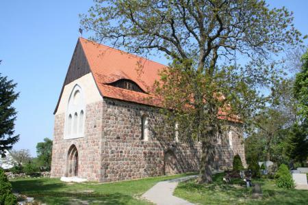 Südwestansicht der Kirche in Cremzow