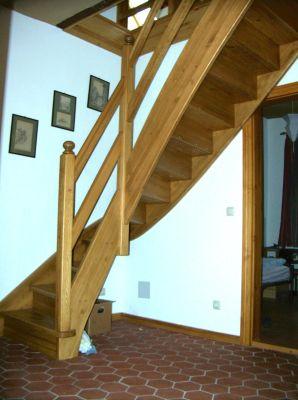 viertelgewendelte Treppe aus Buche