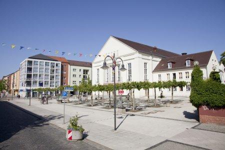 Bahnstraße mit Kulturhaus (Aufnahme: Suse Beck)1