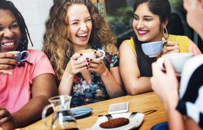 Lizenz: Diversity Women Socialize - Rawpixel.com / stock.adobe.com