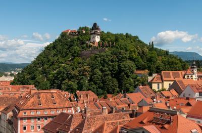 Schloßberg Graz, Blick von der Turmspitze des Rathauses, Foto: Ralf Roletschek / Roletschek.at