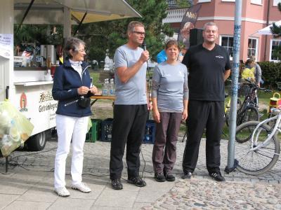 Bürgermeister Axel Vogt begrüßt die Teilnehmer