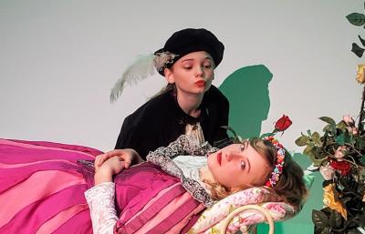 Prinz Alexander küsst Dornröschen wach