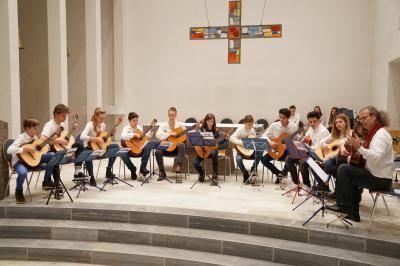 """Gitarrenensemble in der kath. Kirche """"Zur Heiligen Familie"""" Marbach 2018"""