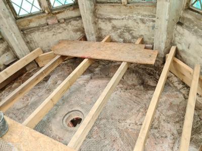 Gewölbe von oben mit Sicherungsgitter, Bildrechte: TSG, Frau C. Niclas