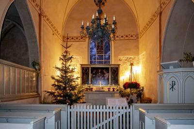 Weihnachtsdekoration in der Dorfkirche 2019, Foto: Jörg Peter