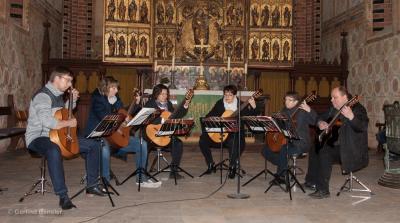 Das Gitarrenensemble Mosaic Guitars musiziert in der St. Marienkirche. Foto: Gerlind Bensler