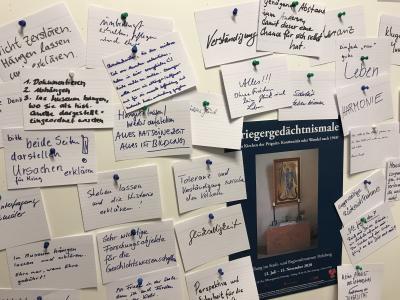 """Stadt Perleberg   Pinnwand: """"Welche Meinung habe ich über die Gedenktafeln"""" - Besucherinnen und Besucher können in der Ausstellung mitdiskutieren"""