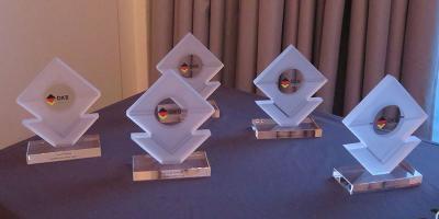 Die besten Nachwuchssportler der Disziplinverbände erhalten die Glas-Pokale des DKB. Foto: DKB