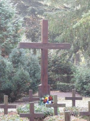 Stadt Perleberg | Kranzniederlegung an der Grabstätte des ersten Weltkrieges.