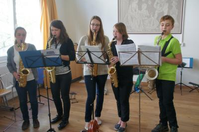 SaxofonschülerInnen beim Auftritt 2014
