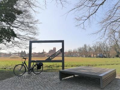 Foto: Stadt Perleberg | Fotorahmen im Hagen mit Blick auf Stadtsilhouette