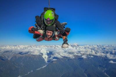 Fallschirmsprung vor dem Mount Cook, Foto: Stephan Schulz
