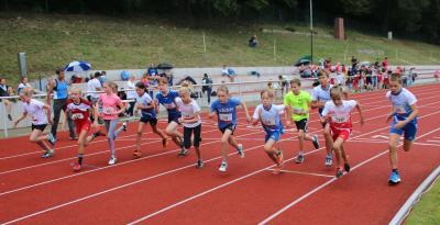 Start zum abschließenden 800m-Lauf im Jahr 2020 (Foto: Jörg Fiedler)