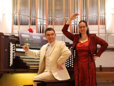 Das Orgel-Duo Iris und Carsten Lenz tritt am 18. Juli in Pritzwalk auf. Foto: Agentur