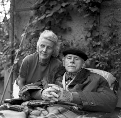 Karl Foerster mit seiner Frau Eva in seinem Garten 1967, Foto: Erich Braun