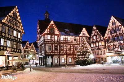 Rathaus Bad Urach im Winter, Maximilian Meng