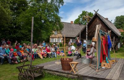 Open-Air Theater Freilandmuseum Lehde_Der Fischer und seine Frau Foto: Peter Becker